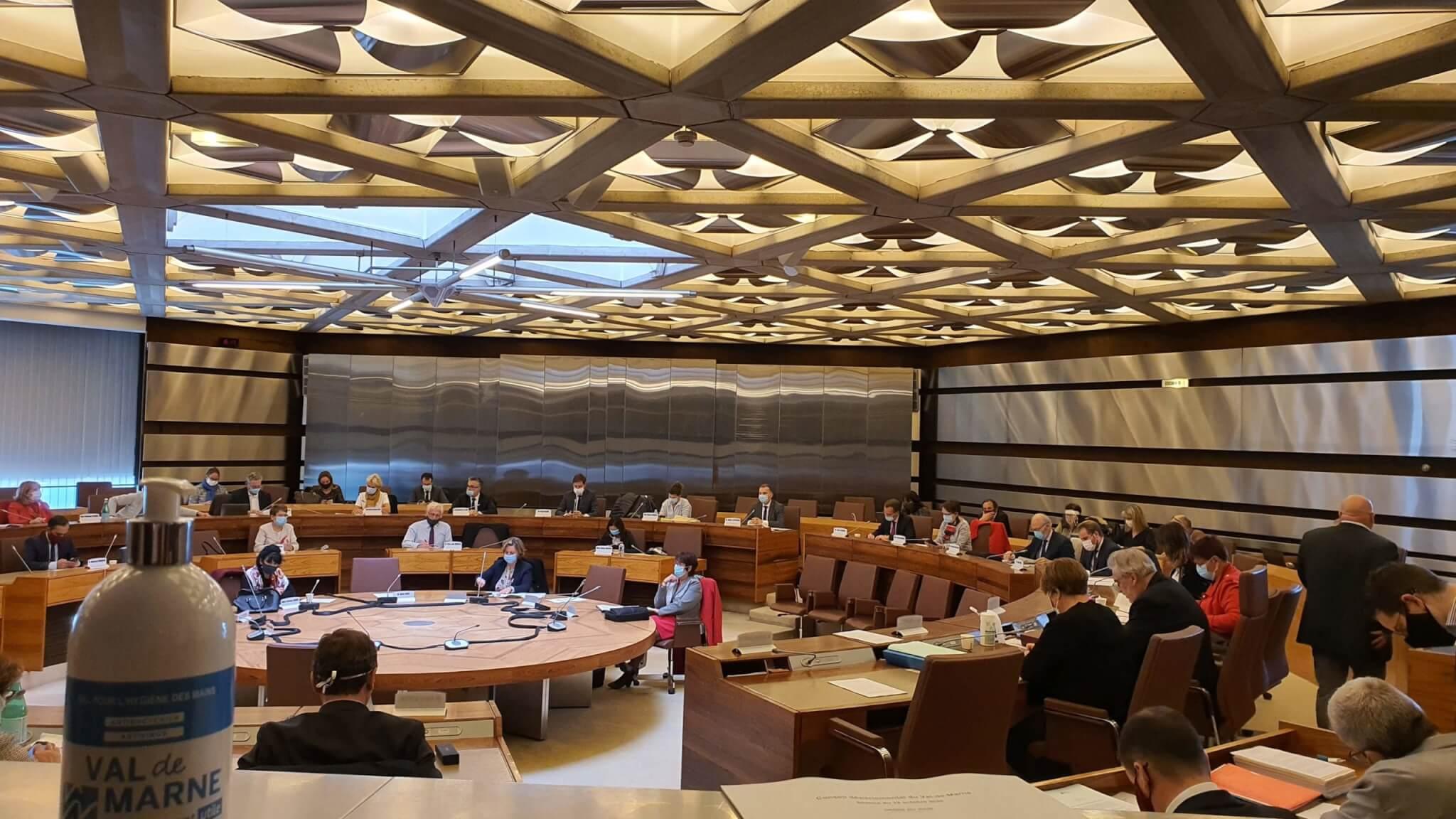 Le Conseil départemental du Val-de-Marne vote une rallonge budgétaire de crise