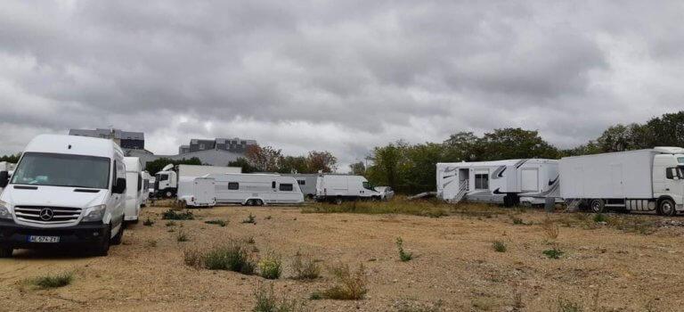 Villeneuve-le-Roi: un campement nomade s'installe en front de Seine