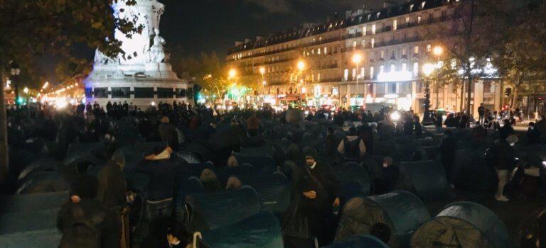 Evacuation musclée d'un campement provisoire à Paris