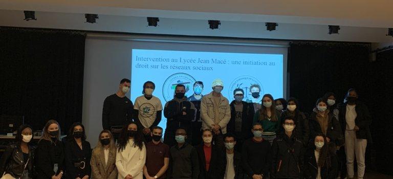 Droits et réseaux sociaux: à Vitry-sur-Seine, les lycéens de Jean Macé débattent