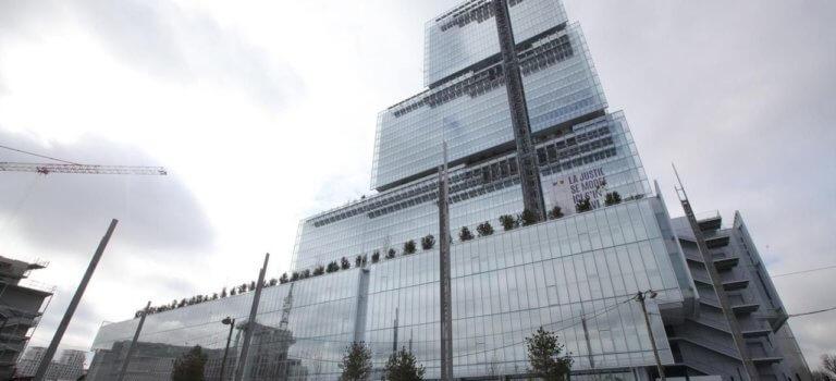 Paris: le procès pour voyeurisme d'une pointure du barreau renvoyé après un long débat