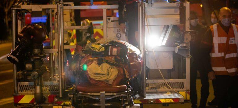 Maisons-Alfort: les pompiers évacuent une dame de 200kg avec un bras élévateur