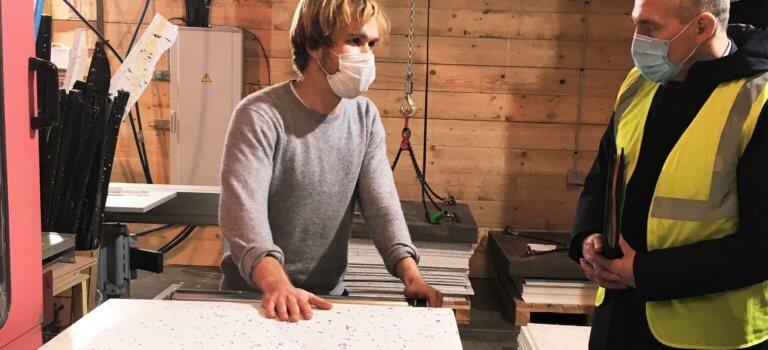 Pantin: Minimum recycle le plastique en plans de travail et sièges design