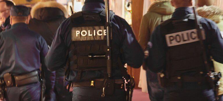 Paris: 4 policiers sanctionnés pour racisme et maltraitances