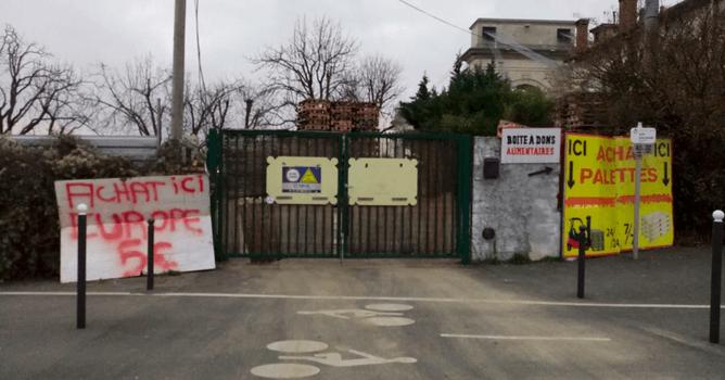 Vitry-sur-Seine : un marchand de palettes à  l'Auberge de l'écluse