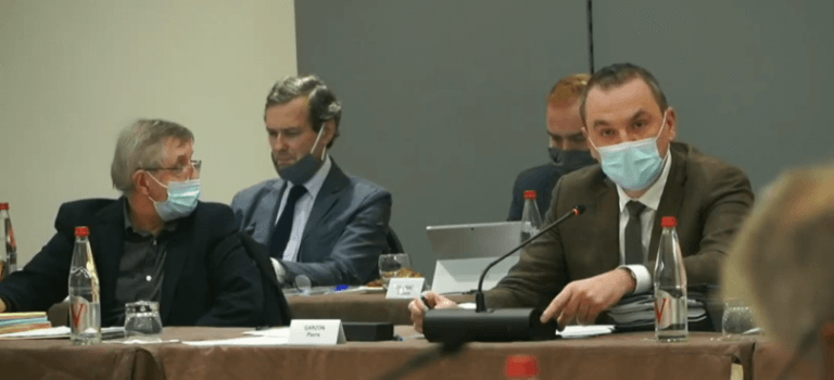 Villejuif: la décharge illégale et le bidonville s'invitent au Conseil municipal