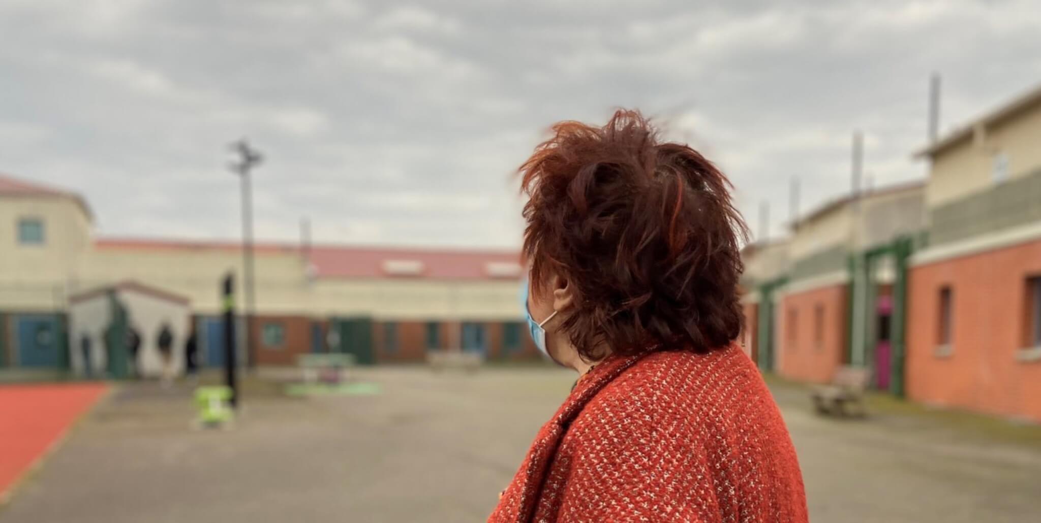 Visite surprise d'Esther Benbassa (EELV) au CRA de Mesnil-Amelot