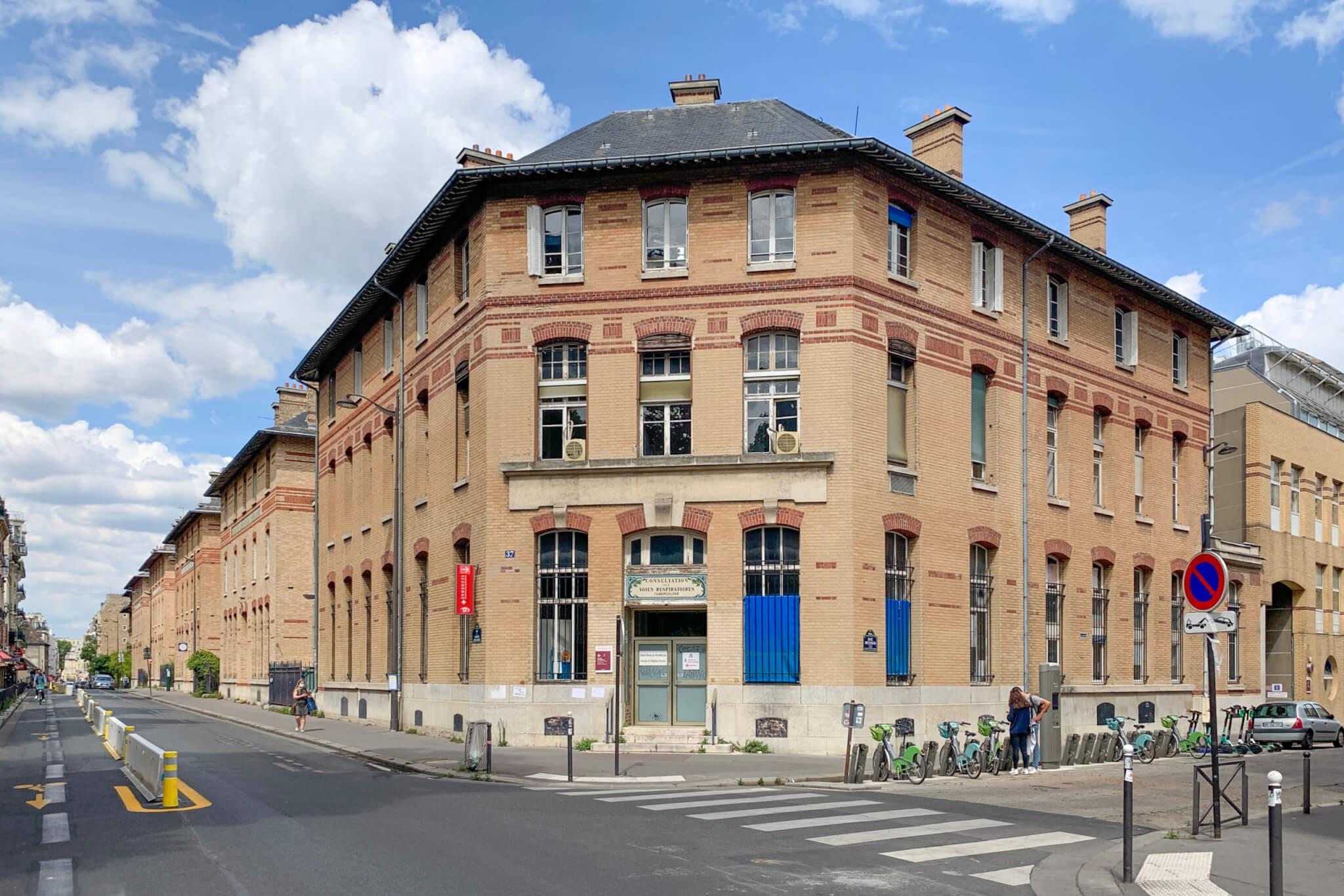 A Paris, l'hôpital Cochin encaisse la troisième vague de Covid-19