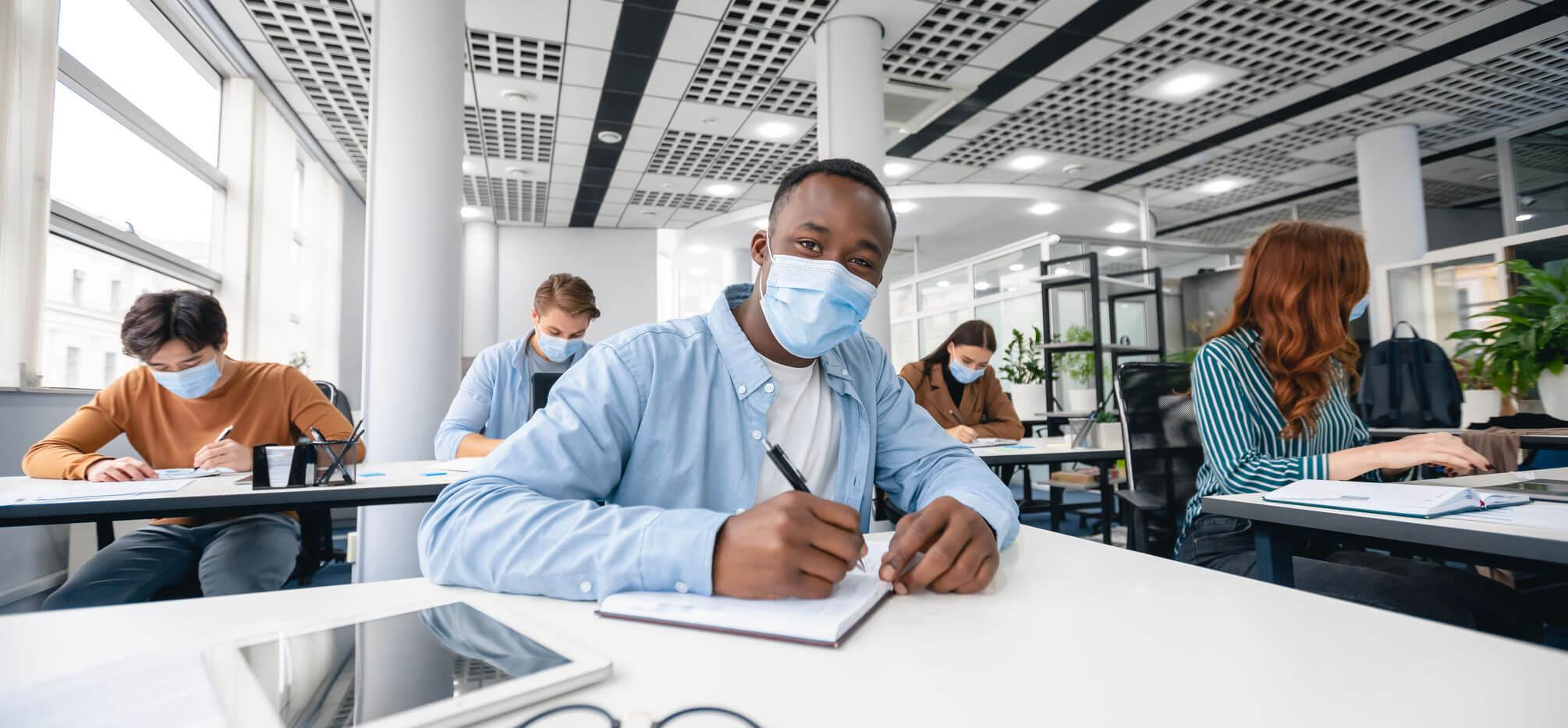 Ile-de-France: 3045 élèves et 424 personnels Covid positifs au 11 mars