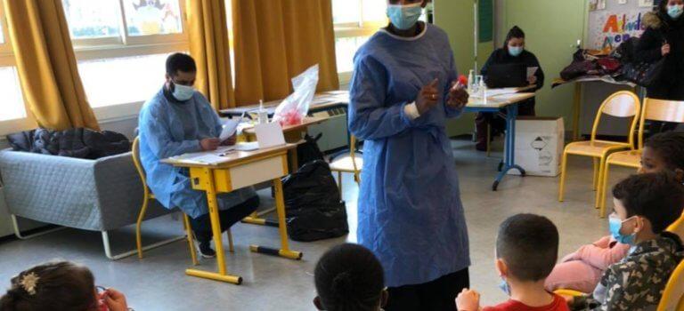 Val-de-Marne: les tests salivaires Covid-19 à l'école en rodage