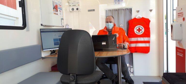 La Croix-Rouge Val-de-Marne s'attaque à la fracture numérique en camion