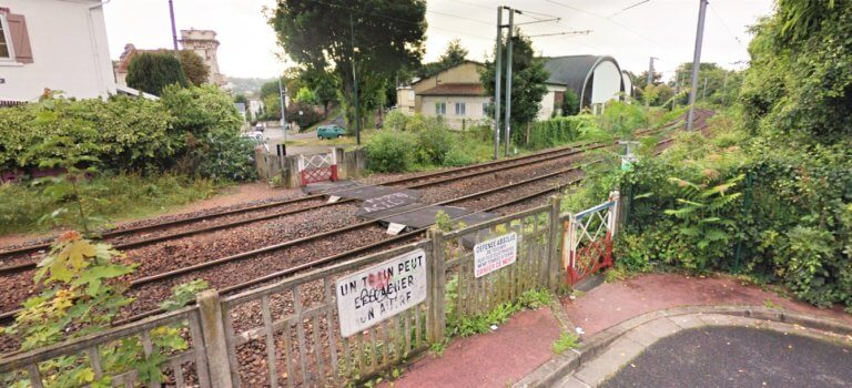 Saint-Maur-des-Fossés: le passage à niveau piéton en sursis