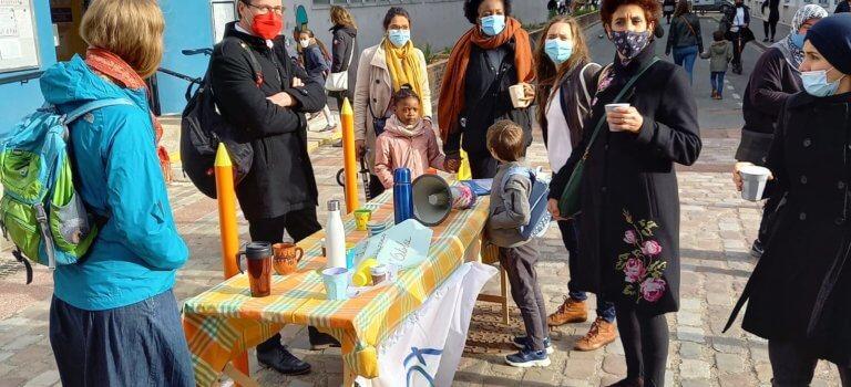 A Alfortville, les parents d'élèves manifestent  en terrasse pour demander des remplaçants