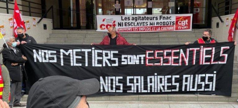 Ivry-sur-Seine: manifestation devant le siège de Fnac-Darty