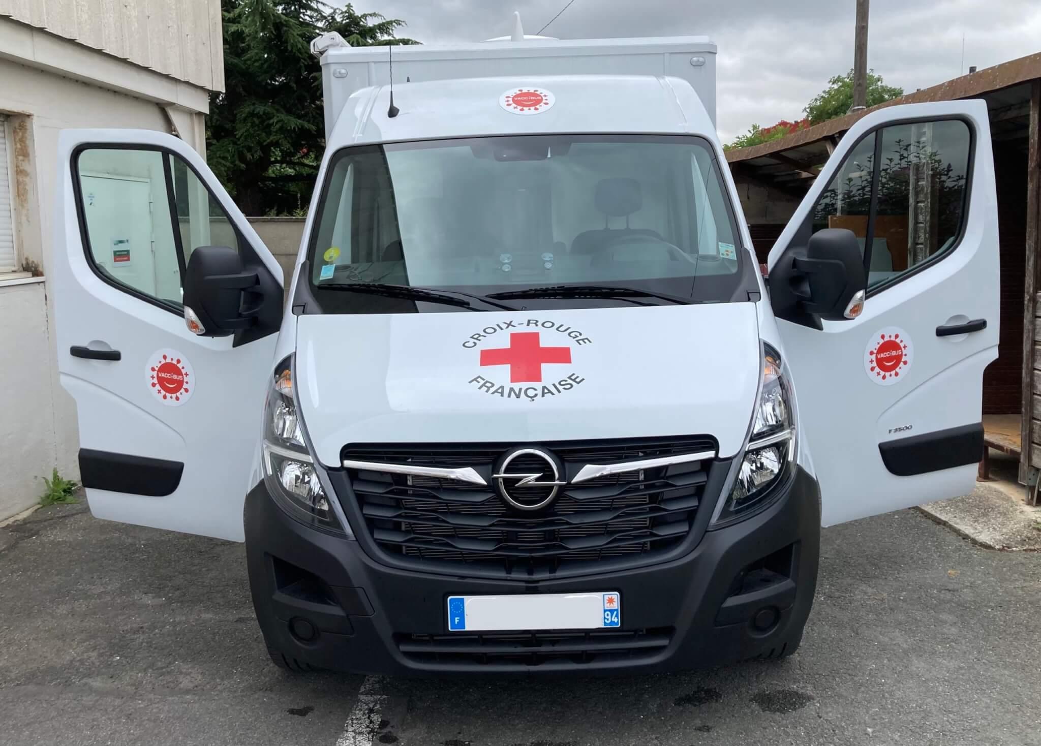 Alfortville - Covid-19: le vacci-bus de la Croix Rouge dans les quartiers