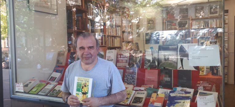 Vitry-sur-Seine: André Frot raconte sa vie de balayeur dans un livre