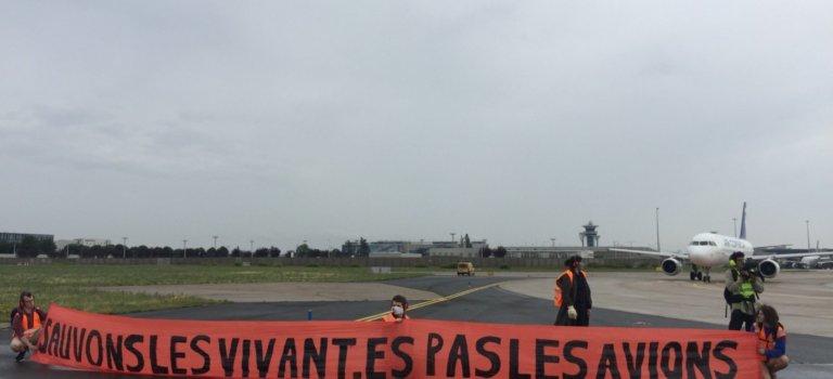 Aéroport d'Orly: amende salée pour le journaliste qui avait couvert  une manif sur le tarmac