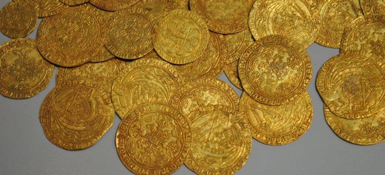 Saint-Maur-des-Fossés: les faux policiers dérobent 240 pièces d'or à un senior